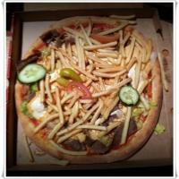 ylihintaisia drinkkejä ja outoa pizzaa