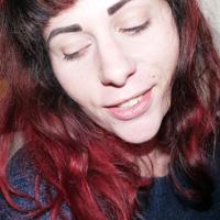 vadelmaa hiuksissa
